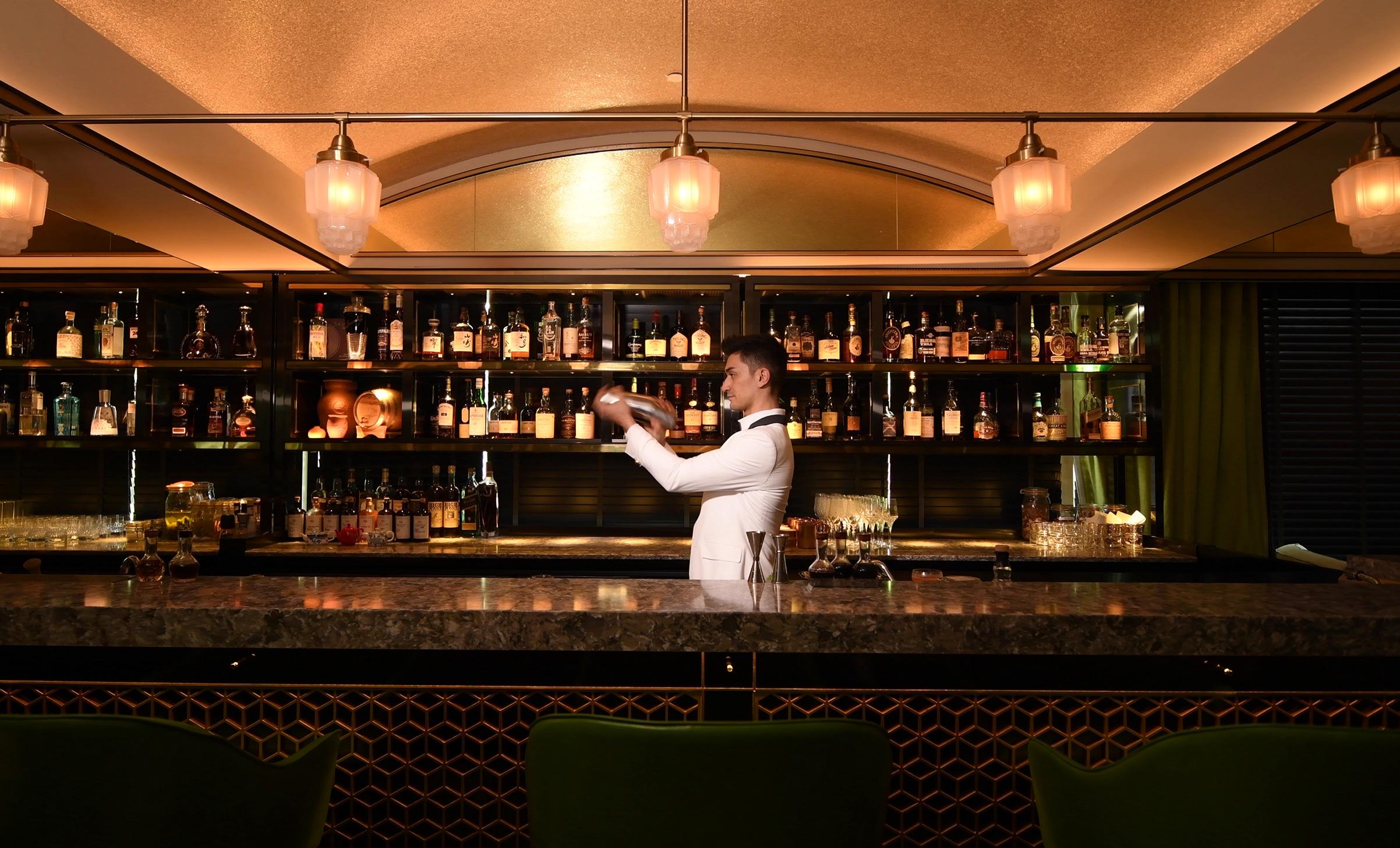 Madame Fan Bar Mixologist